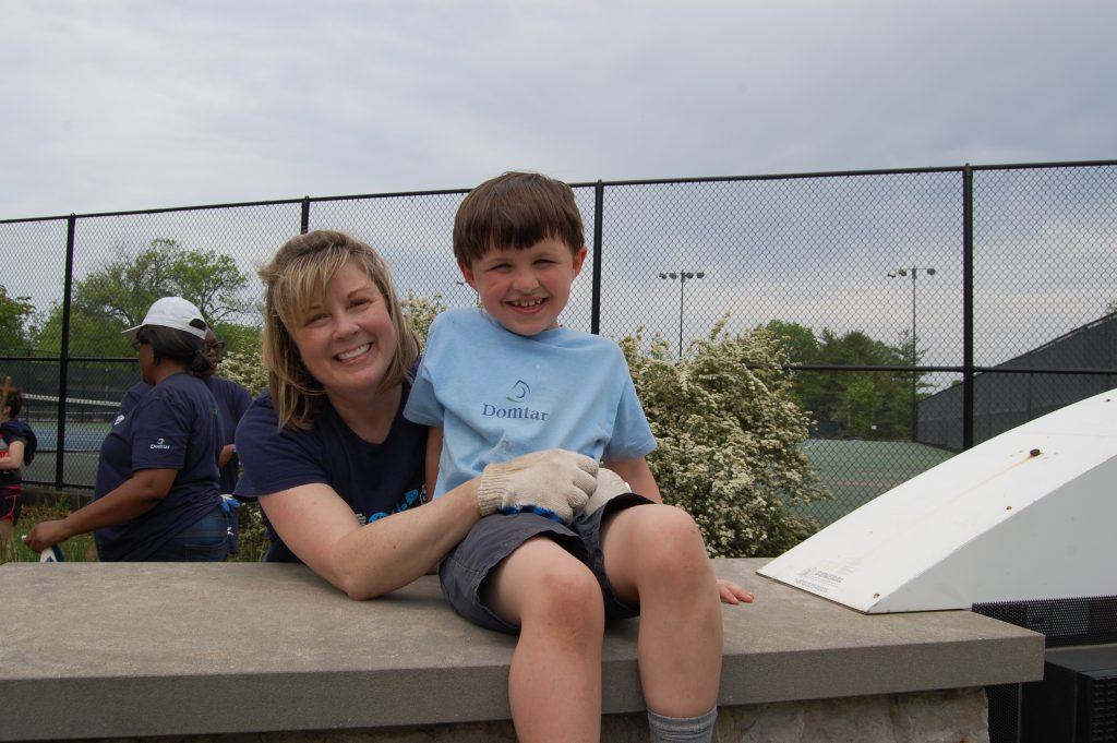 Heather Stowe with Domtar and her Son, Liam, volunteering at Kirkwood Park.